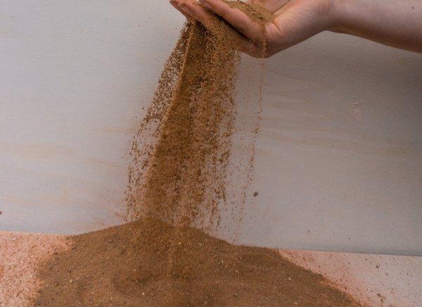 El yeso de arcilla es fino, seco y bien mezclado.