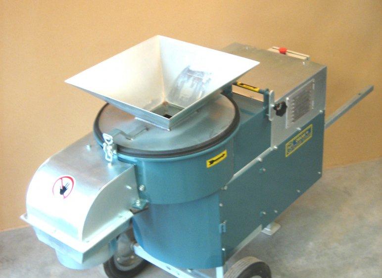 Broyeur économe en énergie 7,5 kW pour le broyage des matières premières. Avec crépine interchangeable