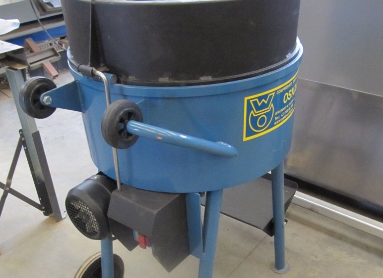 Rotor mixer for easy mixing of clay plaster with short straw, 100 liters / 60% mixing capacity. 2.2