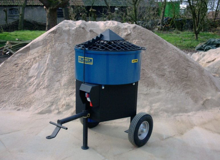 C'est un mélangeur de 140 litres adapté à l'argile et au plâtre.