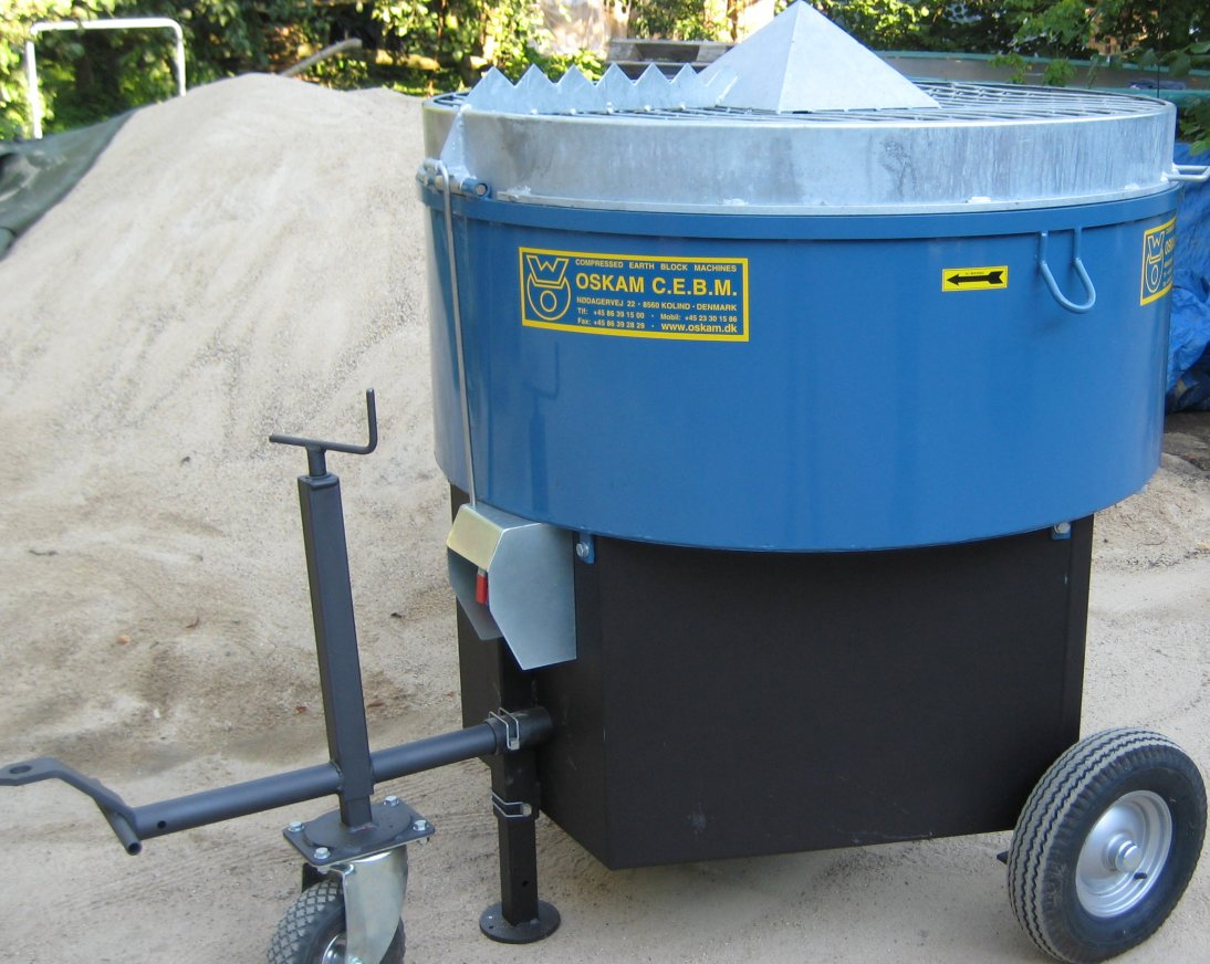 Suitable for adobe, stucco mixes and hempcrete with his eyes. 500 liters / 60% mixing capacity with electric motor