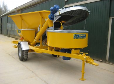 Mobile automatic mixer 800 liters for cement, lime or clay transport. Automatic dosing system with electrical connections to connect conveyor belts for soil, sand, water, straw and cement or lime. Capacity of 32 tons per day. Spraying installation 3m3 funnel with conveyor belt for powdery soil. Mounted on 2 wheels.